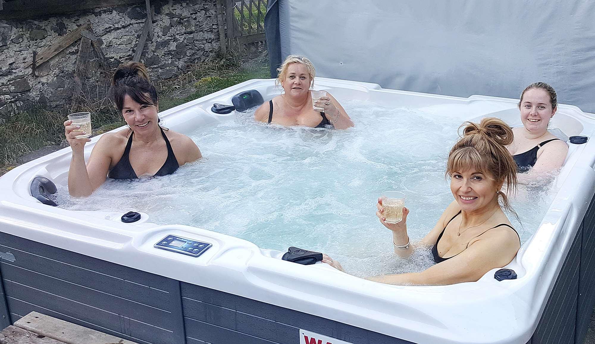Chalet Rosa hot tub