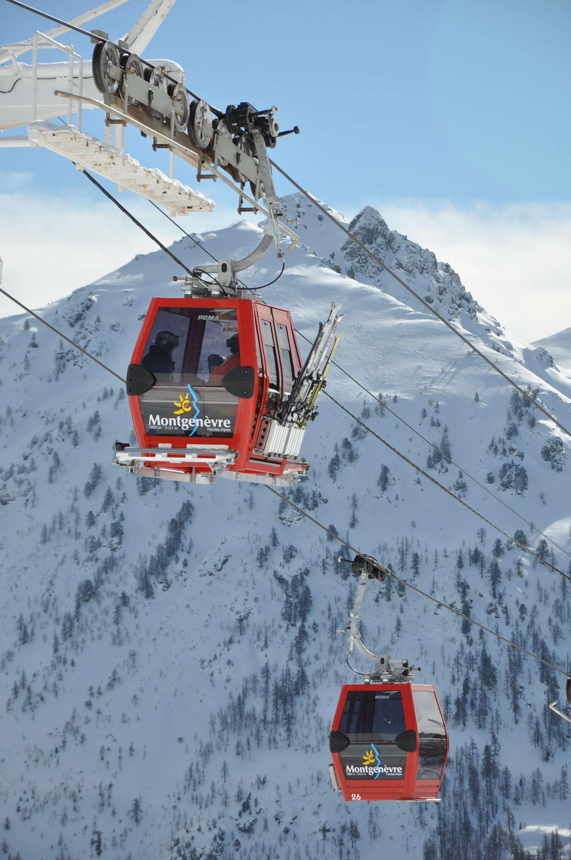 Gondola lift in Montgenevre