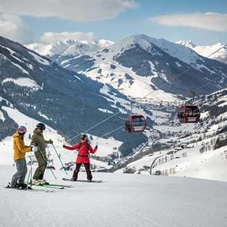 Skiing and snowboarding in Saalbach