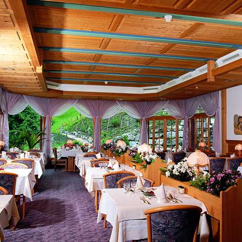 The dining room in the Hotel Silberhorn Lauterbrunnen